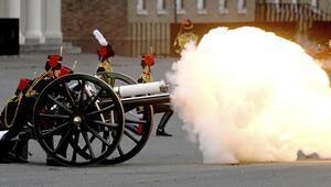 İngiltere'de Prens Philip'i anmak için 41 pare top atışı yapıldı