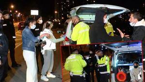 Otomobil aydınlatma direğine çarptı; Polis, sürücü olduğunu iddia eden kadına inanmadı