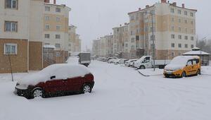 Sivasta kar yağışı... Kent merkezi beyaza büründü