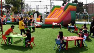 Çocuklar Teneffüs Parkta