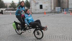 Bisikletleriyle Avrupa turuna çıkan Fransız çift, Beyşehirde mola verdi