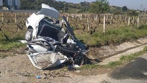 Yoldan çıkan otomobil menfeze çarptı: 3 ölü