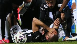 Beşiktaş-Erzurumspor maçında sakatlanan Cenk Tosuna destek mesajı yağdı