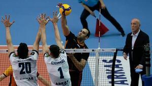 Efeler Ligi play-off 3üncülük mücadelesinin ilk maçını Galatasaray HDI sigorta kazandı