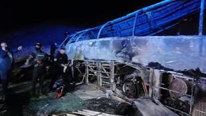 Mısırda yolcu otobüsü devrildi: 20 ölü