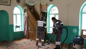 Aksekide camilerde Ramazan temizliği