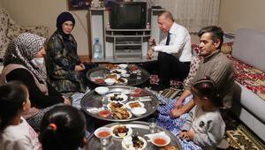 Cumhurbaşkanı Erdoğan, bir vatandaşın evinde iftar yaptı