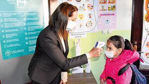 8 ve 12. sınıf öğretmenleri aşı bekliyor
