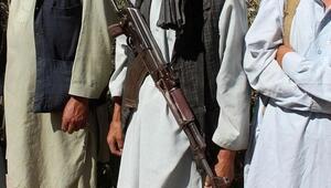 Afganistanda Taliban, askeri üsse bombalı ve silahlı saldırı düzenledi: 10 ölü