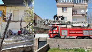 Balkon ve merdivenleri çöktü; mahsur kalan yaşlı kadını itfaiye kurtardı