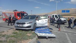Niğdede otomobil ile kamyon çarpıştı: 5 yaralı
