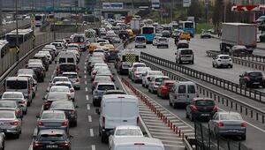 İstanbulda mesainin bitmesiyle birlikte trafik yoğunluğu oluştu