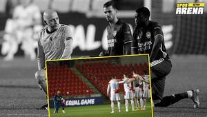 Cüneyt Çakırın yönettiği Slavia Prag - Arsenal maçında büyük saygısızlık Skandal tepki...