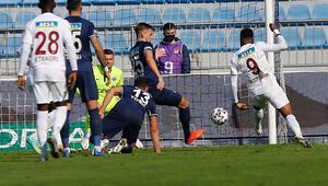 Aaron Boupendza gol orucunda, takım arkadaşı ensesinde...