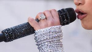 Nişan atıldı ama yüzüğü evinde saklıyor