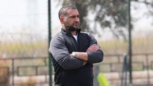Menemenspor Teknik Direktörü Ümit Karan: Hepimiz kenetlendik ve 3 puan yemini ettik...