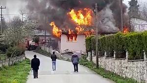 Düzcede 2 ev, alev alev yandı