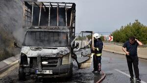 Domates fidesi ve ilaç yüklü kamyonet yandı
