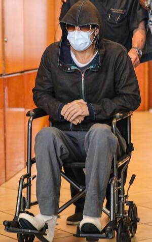 Brad Pitte ne oldu: Tekerlekli sandalyeyle çıkardılar