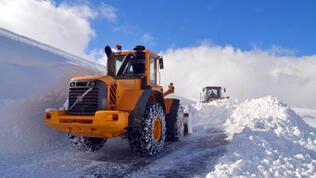 Muş'ta, karla mücadele ekiplerinin zorlu mesaisi