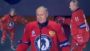 Putin, hünerini buz hokeyinde gösterdi