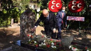 MHP Genel Başkanı Bahçeli, Türkeş'in mezarını ziyaret etti