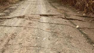 Yolda yarıklar oluştu, AFAD inceleme başlattı