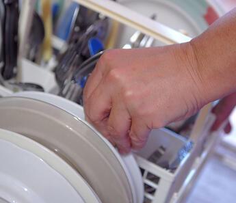 Bulaşık makinenizden daha fazla verim almak için yapabileceğiniz 14 küçük değişiklik