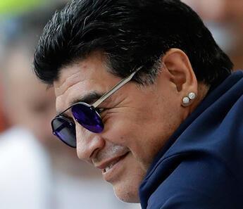 Maradona'dan alkışlanacak hareket! Corona virüs nedeniyle...