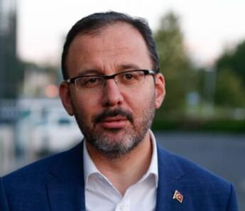 Bakan Kasapoğlu'dan corona virüs testi pozitif çıkan Yunus Mallı'ya geçmiş olsun telefonu