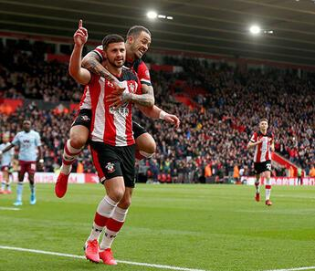 Southampton, Shane Long'un sözleşmesini uzattı