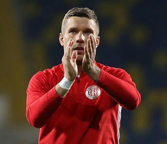 Galatasaray taraftarından Lukas Podolski'ye 'Geri dön' çağrısı