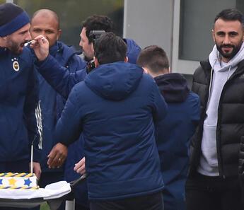 Fenerbahçe'de Kemal Ademi'nin doğum günü kutlandı