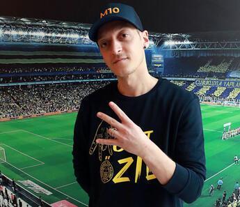 Son Dakika   Fenerbahçe'nin yeni transferi Mesut Özil bu akşam Kayserispor maçında tribünde!
