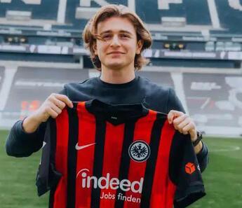 Bursaspor ile sözleşmesini fesheden Ali Akman resmen Frankfurt'ta!