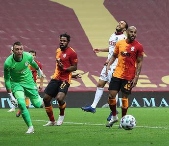 Galatasaray'da Muslera'dan 45 dakikada 3 kurtarış