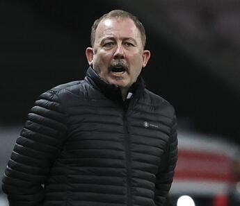 Beşiktaş'ta Fatih Karagümrük maçı öncesi Atiba cezalı, Nkoudou belirsiz