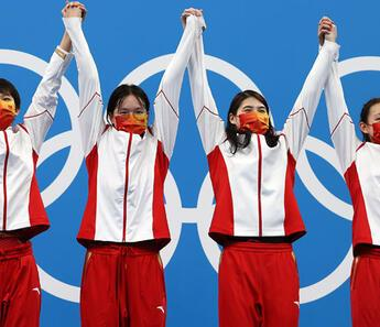 Rekorlarla dolu yarış! Dünya rekoru kıran Çin altın madalya kazandı