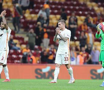 Galatasaray'da Fernando Muslera'dan taraftara teşekkür