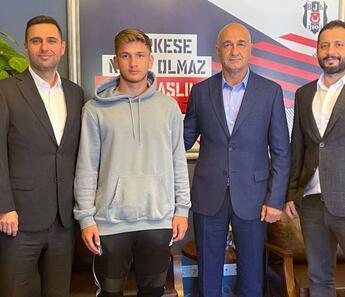 Son dakika: Beşiktaş'tan Semih Kılıçsoy'a profesyonel sözleşme