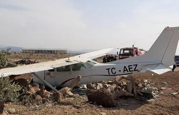 Antalya'da sivil eğitim uçağı kaza yaptı