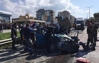 Hatay'da TIR, araçlara çarptı