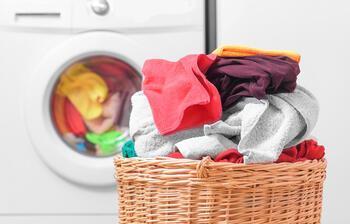 Koronavirüse karşı kıyafetlerinizi en az 60 derecede yıkayın