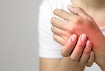 Karpal Tüneli Sendromu Nedir ve Neden Olur? Karpal Tüneli Sendromu Belirtileri ve Tedavisi