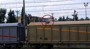 Vagonların üzerinde poz verirken akıma kapılıp öldü