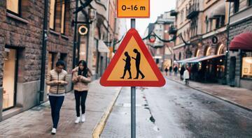 İsveçte yeni nesil trafik levhaları