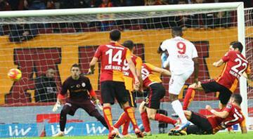 Galatasaray soyunma odası karıştı
