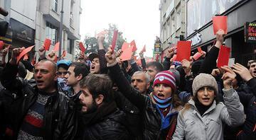 Trabzonda kırmızı kartlı protesto