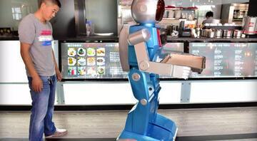 Çinde robot garsonlar dükkan batırdı