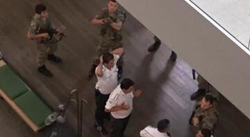 Hürriyet, Kanal D ve CNN Türk binasını askerler bastı